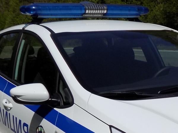 Полицията задържа трийсет нелегални мигранти при проверка на товарен автомобил