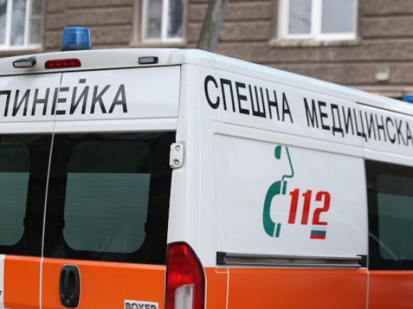 43-годишна жена пострада, след като беше блъсната от трактор на