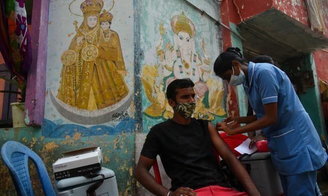 В Индия поставиха 1 млрд. дози ваксина срещу COVID-19
