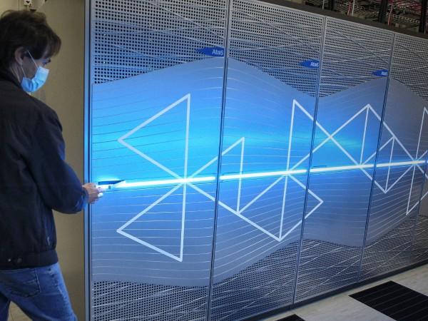 """Снимка: Димитър Кьосемарлиев, Dnes.bgБългарският суперкомютър """"Discoverer"""", който официално започва работа"""