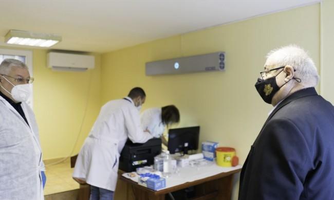 Екоминистърът Асен Личев се ваксинира днес