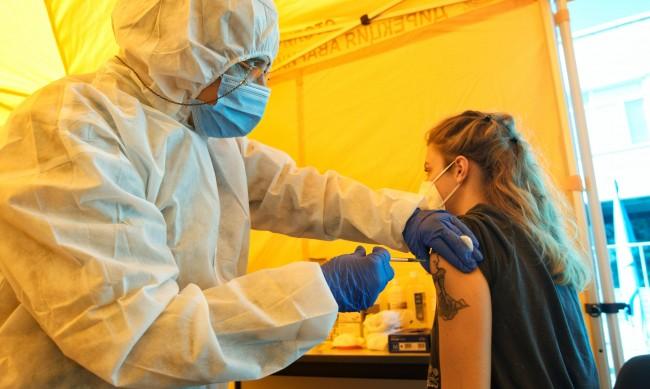 ВМА ще поставя ваксини срещу коронавируса и през уикенда