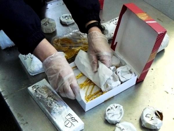 Рекордно количество от 40 килограма златни изделия е задържано при