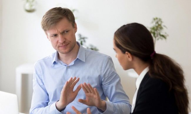6 знака, че някой има ниско самочувствие