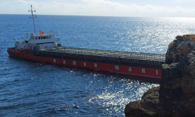 Започна разтоварването на азотния тор от кораба Вера Су