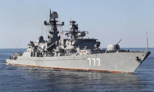 Руски и китайски военни кораби за пръв път заедно в Тихия океан