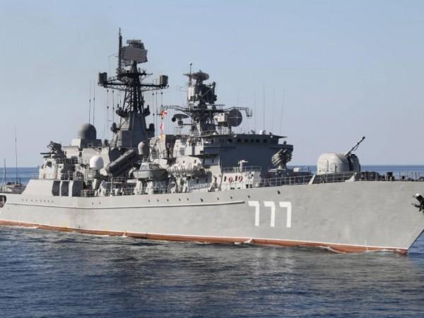 Руски и китайски военни кораби за първи път патрулираха заедно