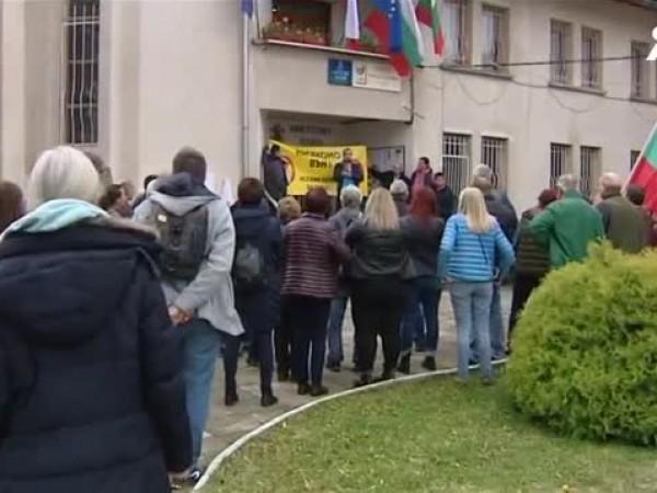 На протест излязоха жители на софийското село Лозен. едоволството им