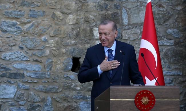 Високо напрежение: Ердоган обявява за