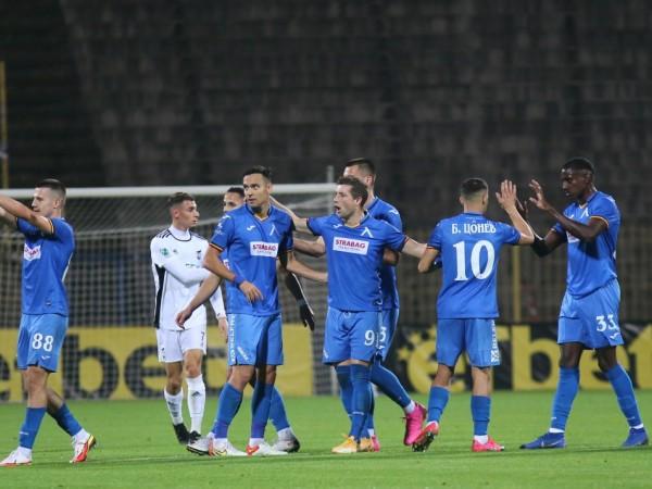 Левски записа втора поредна шампионатна победа, след като разби с
