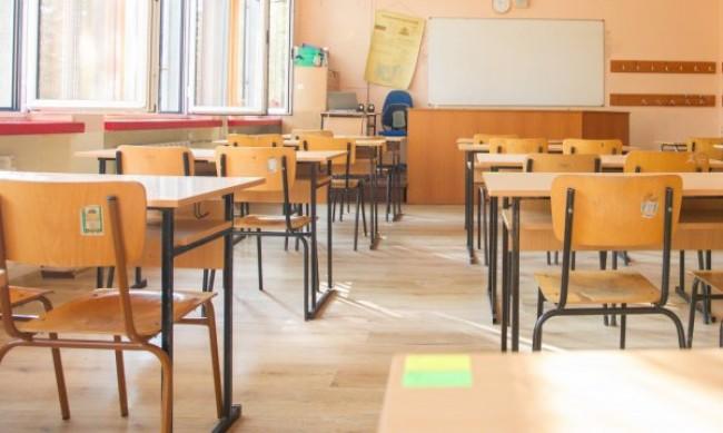 Учители зоват: Малките ученици отново в класните стаи