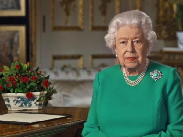 """""""Нейно величество е доста мило момиче, но тя няма какво"""