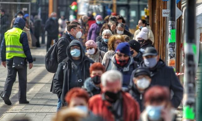 Доц. Хинков: В пандемията се топим по-бързо от снежна топка през март