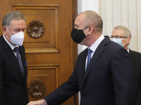 Здравният министър Стойчо Кацаров предложи пред президента план за връщане