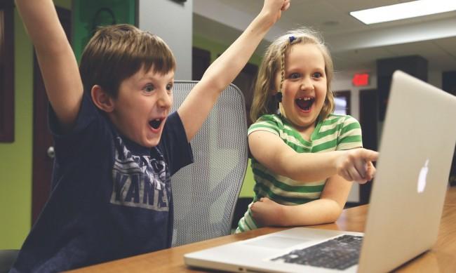 Някои деца се взират по 13 часа в компютъра по време на пандемията