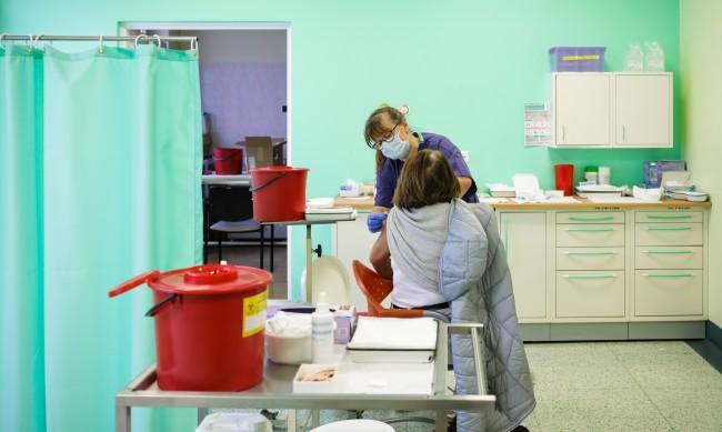 Кой е по-добре защитен от COVID: Преболедувалите или ваксинираните?