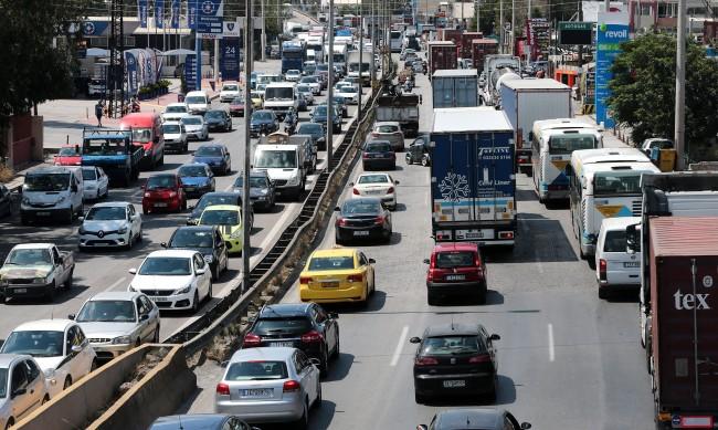 Ограничават движението на колите в Атина