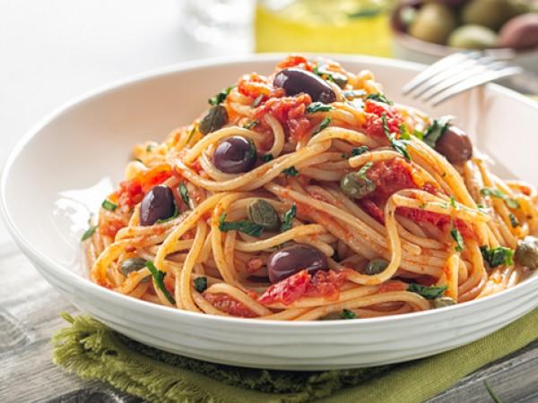 Продукти:500 г спагети100 мл зехтин3 скилидки чесън, пресован375 г домати,