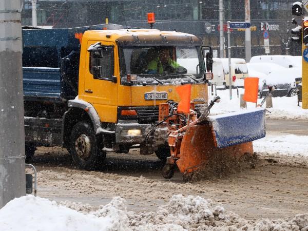 Общо 330 снегопочистващи машини с екостандарт ЕВРО 6 са в
