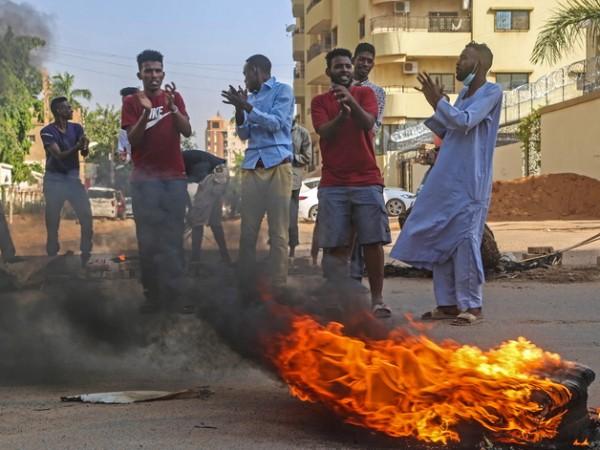 Военен преврат в Судан накара председателят на Суверенния съвет наСуданАбдел