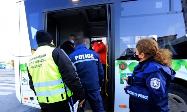 Проверки за носене на маски в столичния градски транспорт