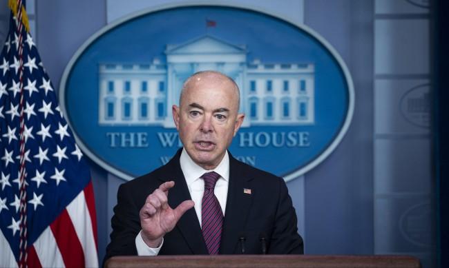 САЩ обмислят махане на визите за България за до 90 дни