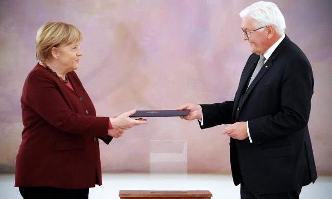 Меркел беше освободена от поста, вече е служебен канцлер на ФРГ