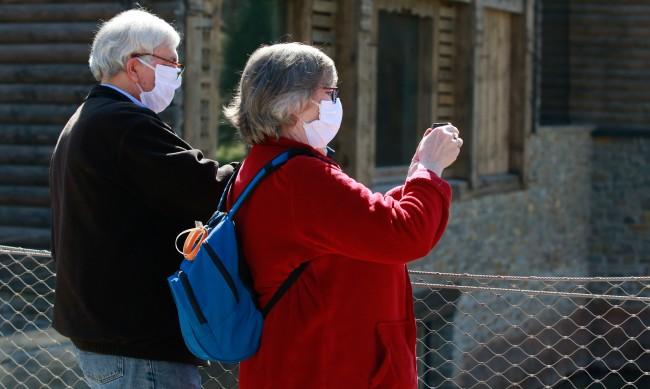 В Белгия връщат маските на закрито и работата от дома