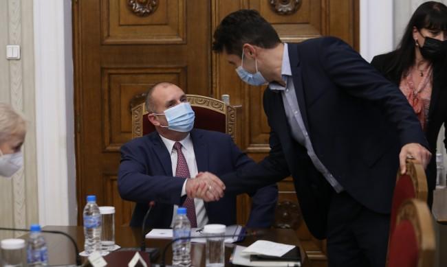 КС: Указът на Радев за назначаване на Петков противоконституционен