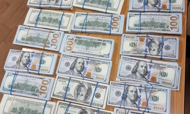"""Хванаха недекларирани $200 000 на МП """"Лесово"""""""