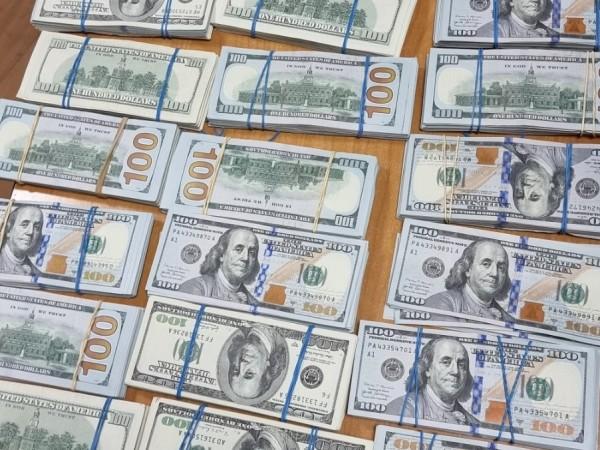 Бургаски митничари откриха незаконно пренасяна валута с левовата равностойност на
