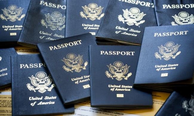 """Рязък завой след Тръмп: САЩ издаде първия паспорт с пол """"Х"""""""