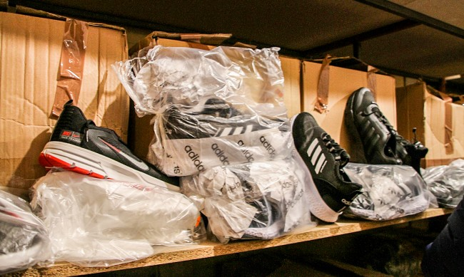 Внасят обувки за 15 ст. от Турция, за да не плащат ДДС