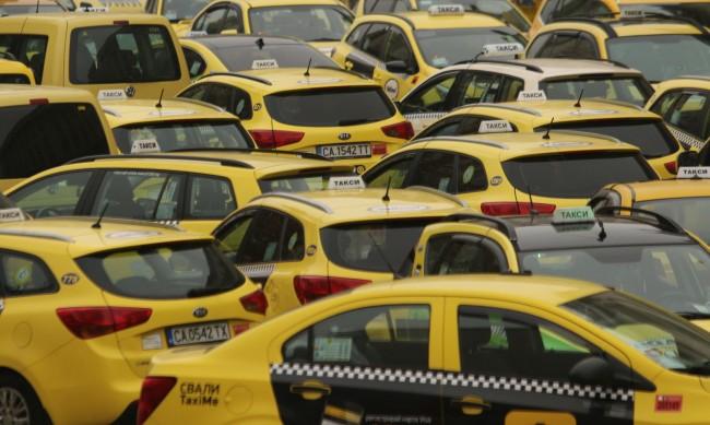 И таксиметрови шофьори на протест, искат 50% скок на тарифите