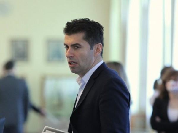 Президентът Румен Радев се е предоверил на Кирил Петков, но