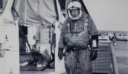 Резултат с изображение за Джоузеф Китингър скача с парашут от балон,
