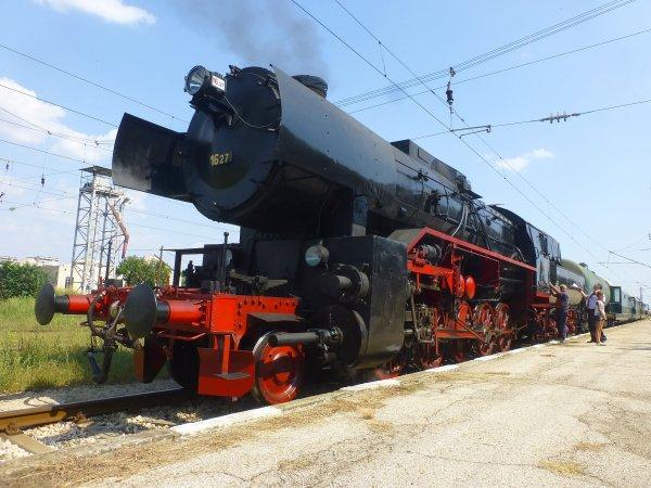 Атракционен влак с парен локомотив в Шумен