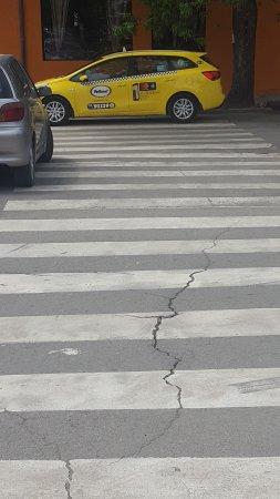 Паркирано такси на
