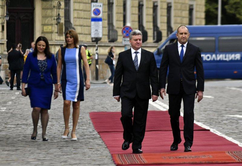 По комшийски: Президенти по килима, президентши по паветата