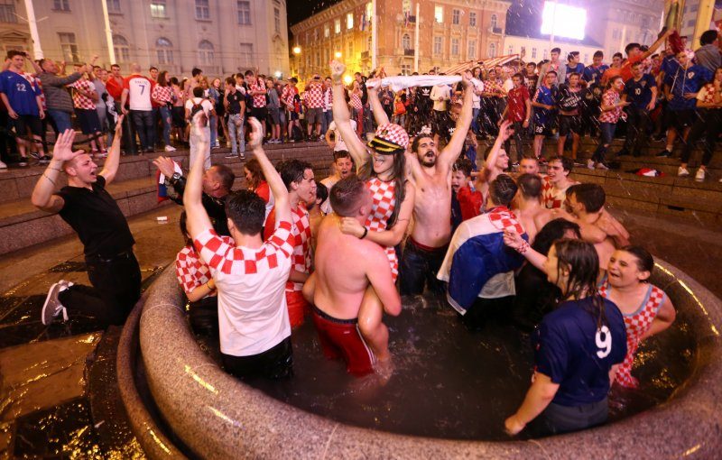 Футболна лудост в Хърватия, футболистите – искаме злато на гърдите си!