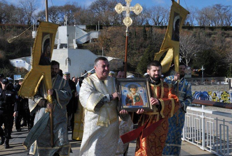 С литургии и рибен курбан: България отбеляза Никулден