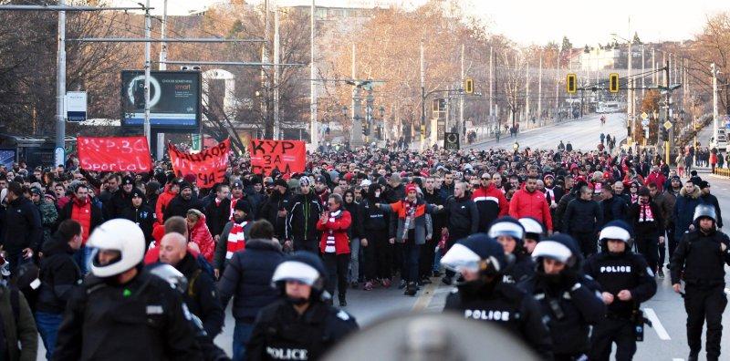 Фенове на ЦСКА блокираха за кратко Орлов мост