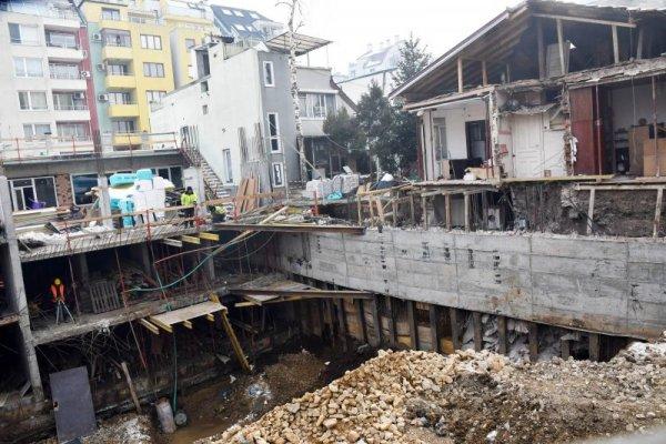 e10f0831762 Строеж събори стена на къща, уреди – в изкопа | Dnes.bg Новини