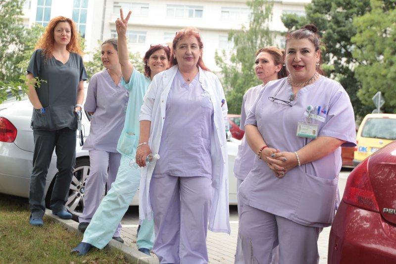 Медицинските сестри протестират и в София, готови са за стачки