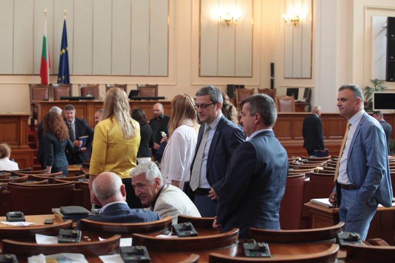 Депутатите запразниха още в петък, НС остана без кворум