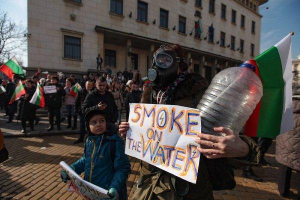Перничани на протест в София: Къде ни е водата?