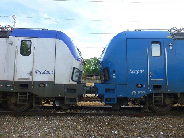 Приятелки начело на товарен влак