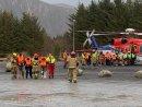 Спасителна акция по вода и въздух: Теглят на буксир круизния кораб