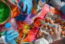 За Великден за баба и дядо! Малчугани боядисаха 1 000 яйца
