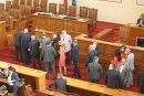 Провал на извънредното заседание, парламентът не събра кворум